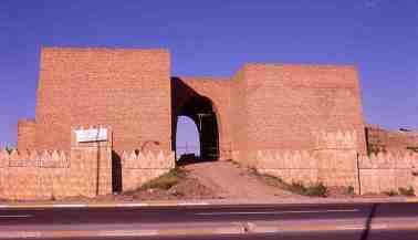 800px-nineveh_mashki_gate_from_west