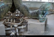 fuente-escultura-de-sirena-y-fontaneria_308103